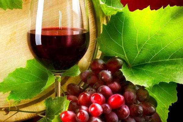 uống vang đỏ tốt cho tim mạch